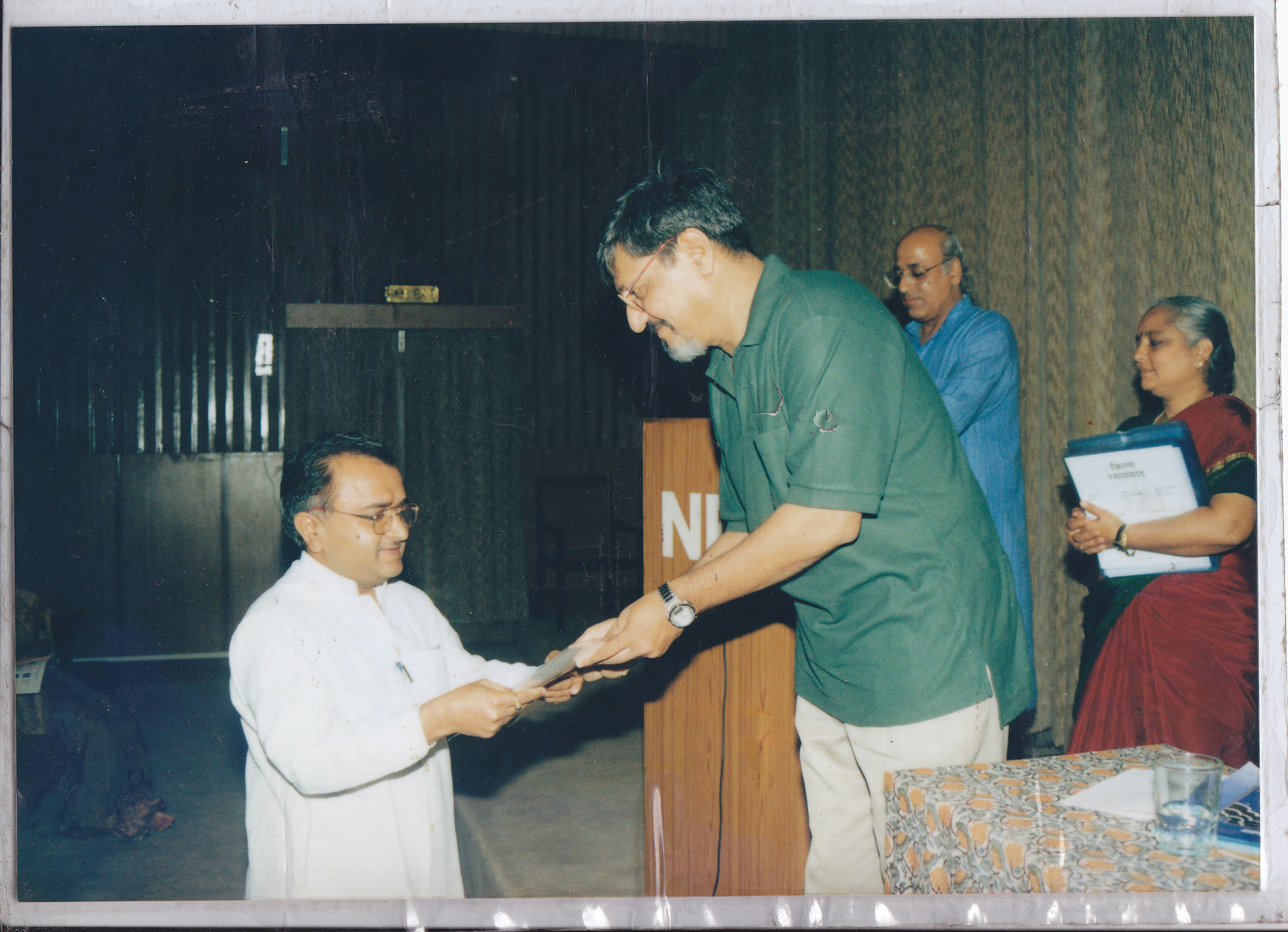 Receiving certificate from Amol Palekar